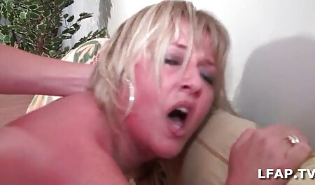 She spread her legs and insert the indian anal sex phalos