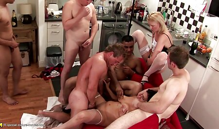 Harmony Reigns play with her bombay sex video boyfriend in the pool